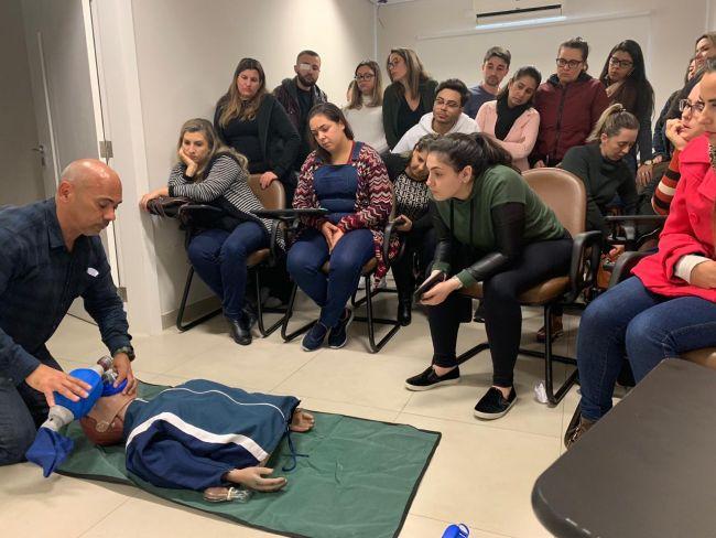 Treinamento teórico e prático da abordagem do paciente em parada cardiorrespiratória